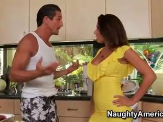 Horny wife Rachel Starr eagerly fills the mouth with a throb...