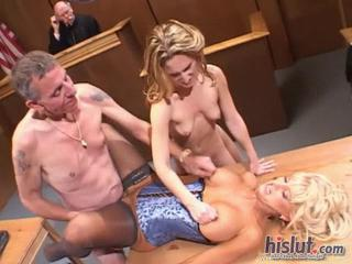 Dirty 3some sex in a court