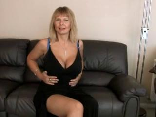 Blonde Mom Milf Shows Off Her Hot Piecing together While She Masturbates
