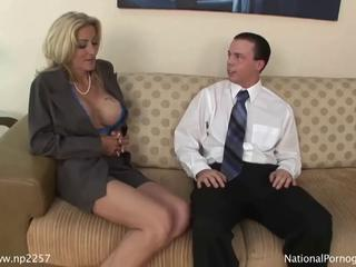 Hot busty cougar gives fantastic blowjob