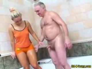 Father and daughter fucks in the bath