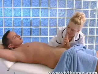 Young masseuse cares for big bushwa Sex Tubes