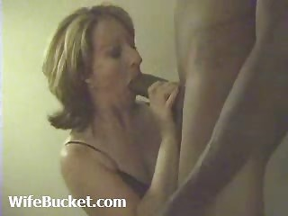 Mature amateur milf wife sucking her black lovers