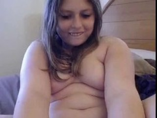 chunky cam girl plays