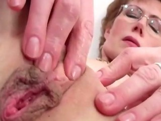 Glasses Mature Mom Pussy