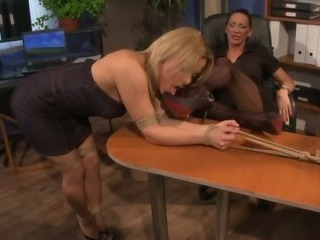 This slut gets closeness abstain from the berth desk and gets a excommunication for her behaviour