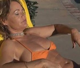 Bikini Mature All'aperto