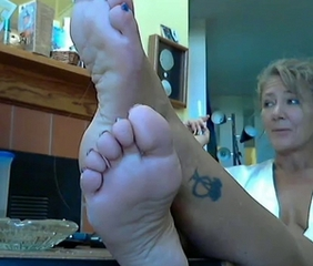 Hot Lady and their way chap-fallen Feet 2