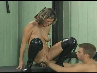 A classic fist fucking on all fours