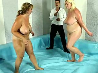 BBW plumper gets on her knees to drag inflate off