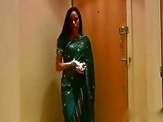 Very Sexy Indian Aunty In Saree Hindi Audio