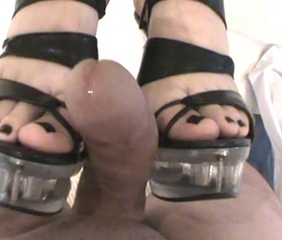 FOOTJOB CUMSHOT FETISH HEELS FEET COMMENT PLS