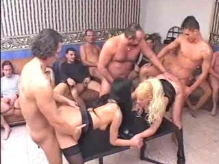 Piss; Beautiful girls and an urination 3