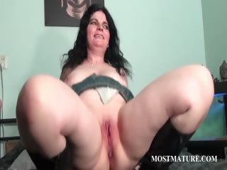 Chubby Mature Pussy Shaved