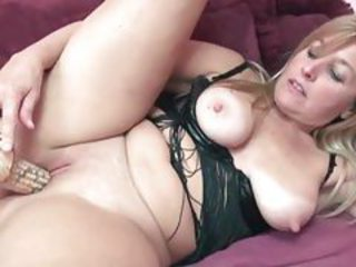 Daring blonde mature using corn on her tight pussy tubes