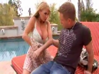 HOUSEWIFE MILF AND BOY : TAYLOR WANE