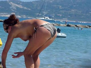 Beach voyeur 04 - Topless women puts sun cream on face