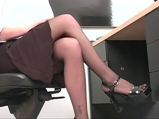 Professional young blonde spreads her pink pussy on tap desk