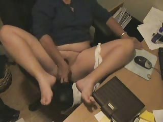 "Voyeur In My Family. Mom Masturbating At Computer"" class=""th-mov"