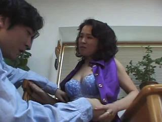 "Hot Japanese Mom"" class=""th-mov"