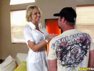 "Tall milfy slut Brianna beach"" class=""th-mov"