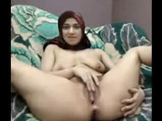 "arabian girl with hijab play her pussy on cam "" class=""th-mov"