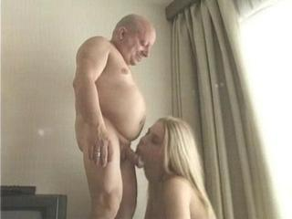 British Horny Bitch fucked by Midget