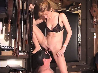 "Extreme milf dominatrix fetish babes bizarre forced piss drinking"" class=""th-mov"