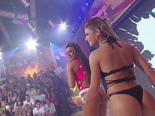 Ass Babe Brazilian Dancing Latina Party Public
