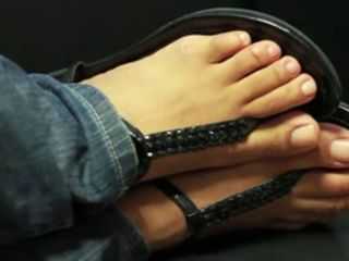 FF24 Sexy Spanish Toes In Thong Sandals