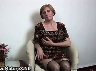Older horny woman is touching her sexy part3