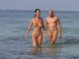 "Couple sex on nude beach"" target=""_blank"