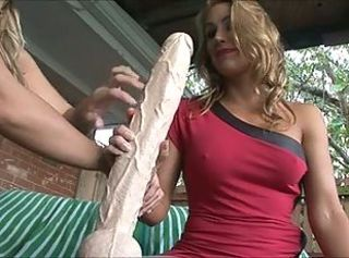 Babe Dildo Lesbian Outdoor Toy