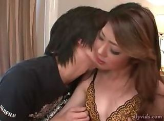 Asian babe gets hairy cunt licked
