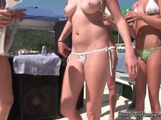 Sexy blonde and brunette babes get horny Sex Tubes