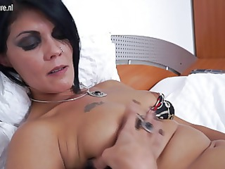 mature bitch lassie pushing dildo on her bed