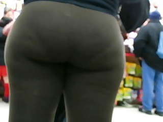 candid brown spandex bubbled out woman donk of