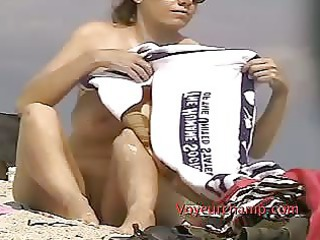 38dd woman lana demonstrates vulva to shore