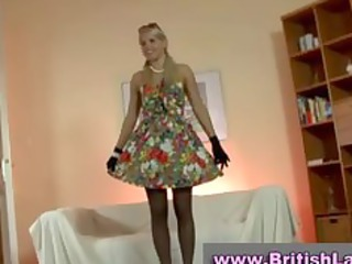 mature american lady dresses yellowish into pantyhose
