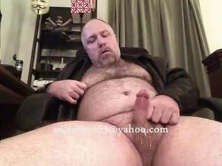 "Daddy bear jacking in leather jacket"" class=""th-mov"