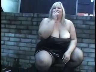 "Smoking Slut"" class=""th-mov"