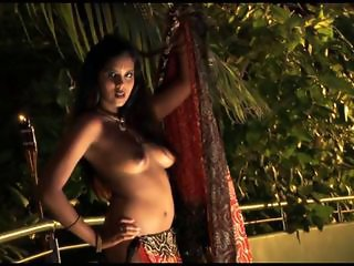 Sensuous Indian Beauty Saree Striptease
