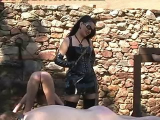 outdoor punishment for slaves
