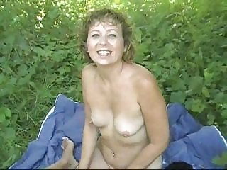 Ruthie fucking some guy in the park