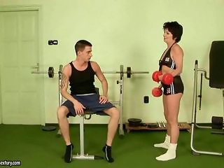 Natty granny gets fucked hard in the gym