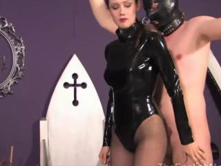 Femdom puts her capacity for seating play in leather mask and binds him