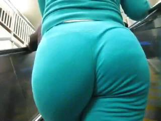 "All that azz!!!!"" class=""th-mov"