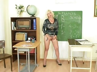 Big Tits Masturbating Mature School Teacher