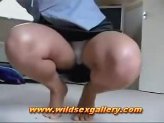 Lady Opens Her Leg To Flash Her Panties