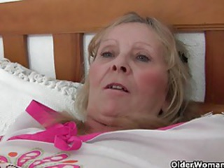 Granny with big tits gets finger fucked by photographer tubes